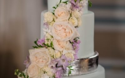 Start Planning Now For Your Perfect Winter Wedding Cake
